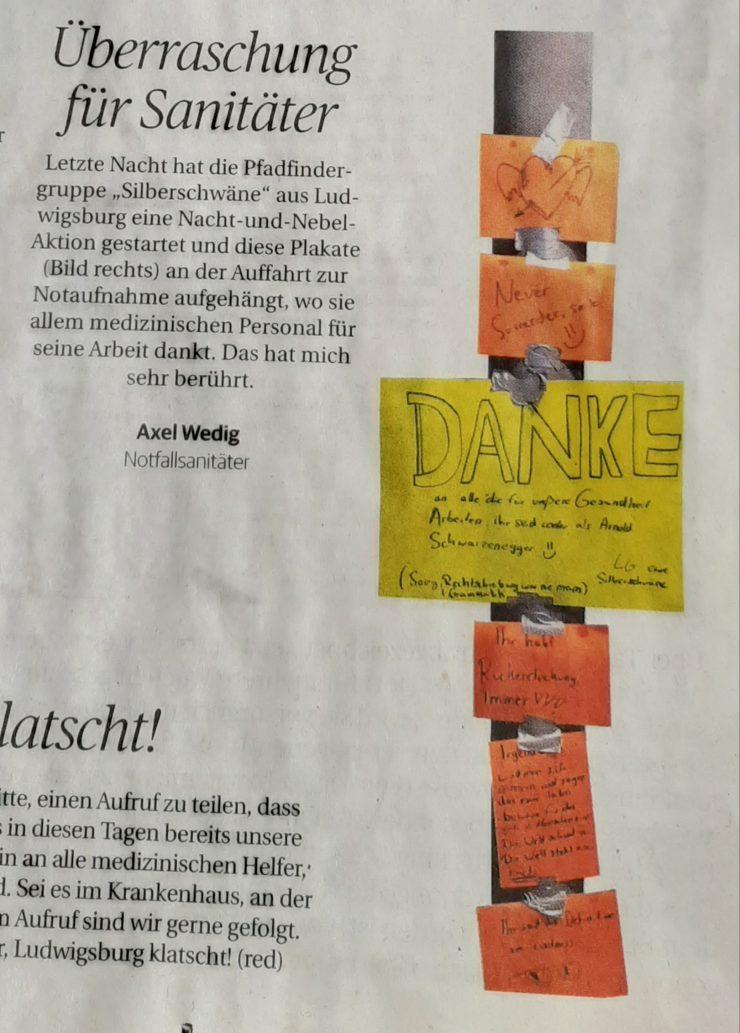 Artikel aus der Zeitung, mit einem Bild von Dankesbotschaften, die von Pfadfinder*innen aufgehängt wurden